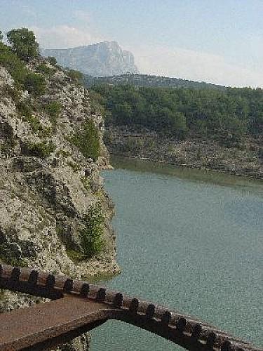 Sur les pas du GR2013 : de Beaurecueil à la Rotonde d'Aix en Provence