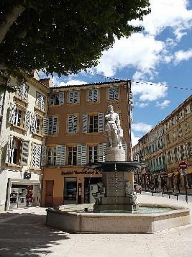 Salon-de-Provence : Au Clair des Fontaines