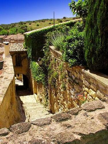 Rognes : Flâneries entre pierres et jardins
