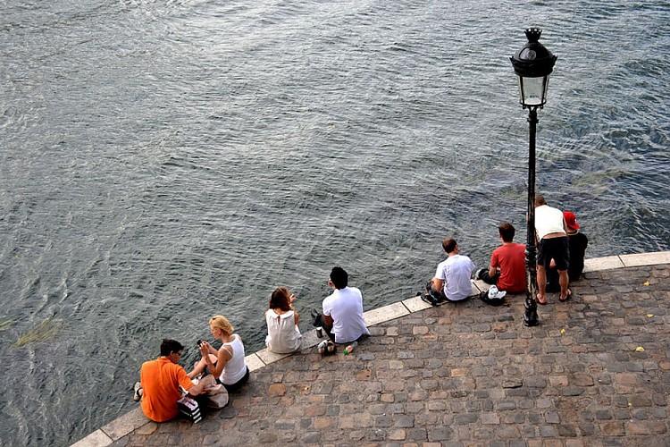 Pique-nique sur les berges de la Seine