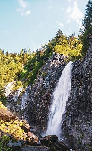 la cascade vue du village