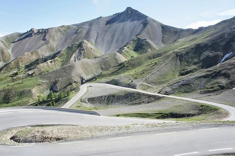 La route du col d'Izoard (Hautes-Alpes)