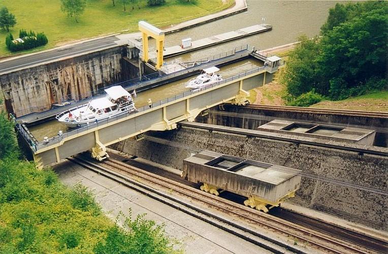Canal de la Marne au Rhin (Est), des ouvrages d'art spectaculaire !