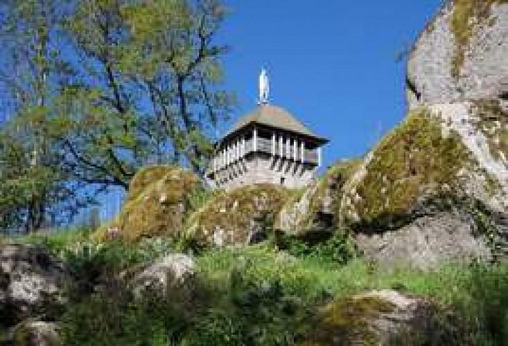 La Tour de Peyrebrune sur le Lévézou en Aveyron