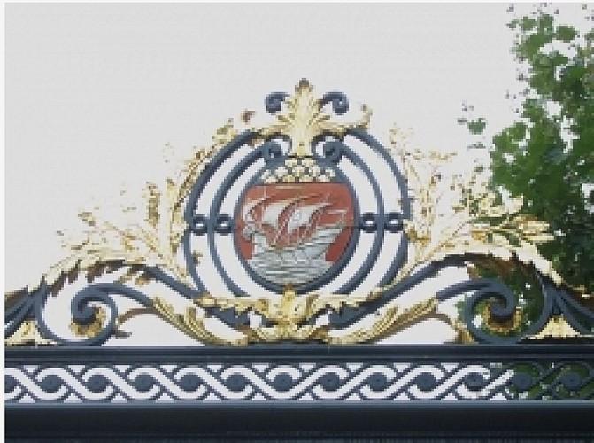 The Coats of arms of Paris « Fluctuat nec mergitur »