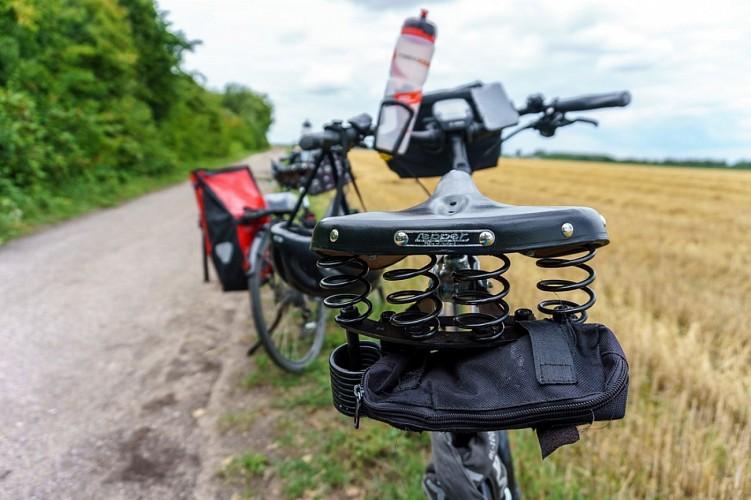 Barjols_Au_pied_des_campaniles_à_vélo