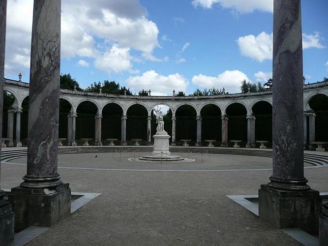 Promenade de la Colonnade au jardin de Versailles