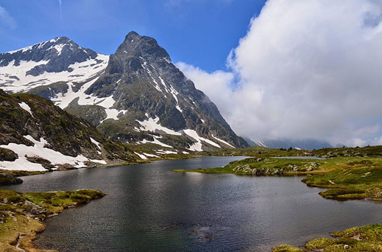 Le Lac Fourchu dans le Massif du Taillefer