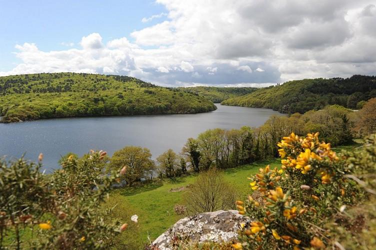 Tour du Lac de Guerlédan à pied