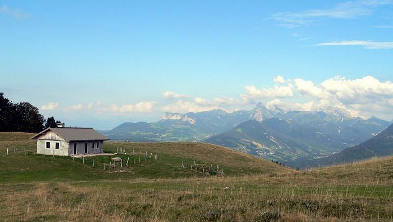 """""""La Montagne des Soeurs"""" Hike"""