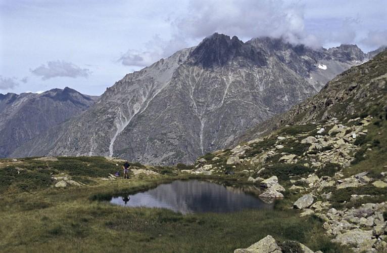 Le Lac des Fétoules par le Refuge de la Lavey