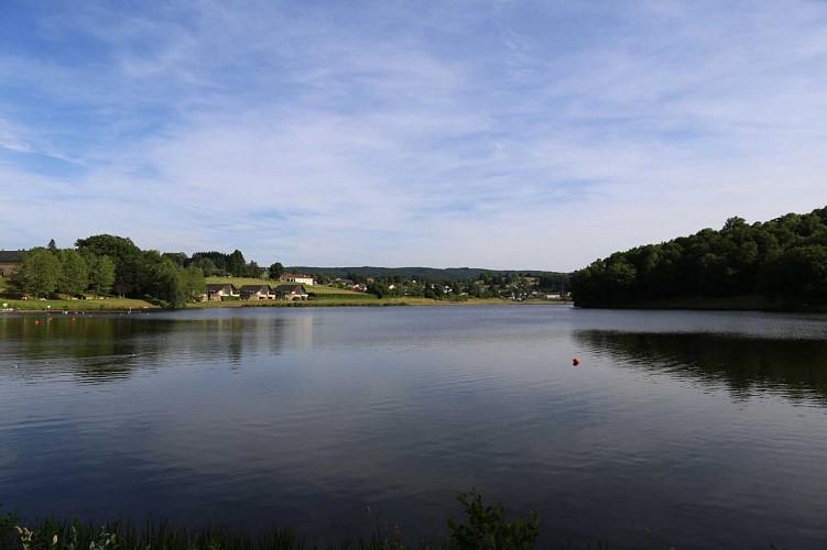 lac-de-chateau-neuf-depuis-rive-nord-depart-rando