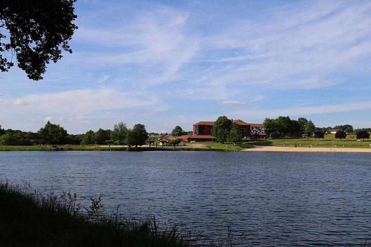 vue-du-lac-depuis-sentier-rive-ouest