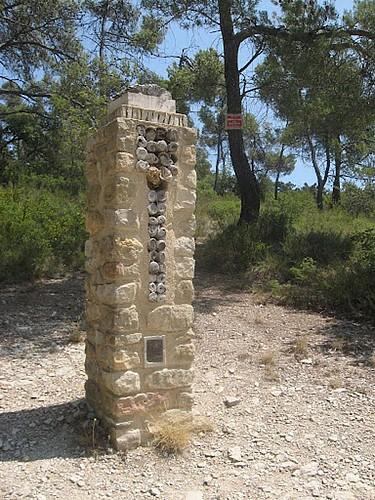 Rando: La Chapelle Ste Croix et Le Tour de Pierredon