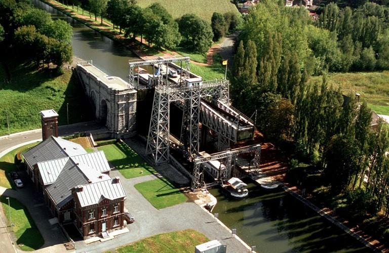 Circuit de MONS vers le CANAL DU CENTRE HISTORIQUE / Hainaut