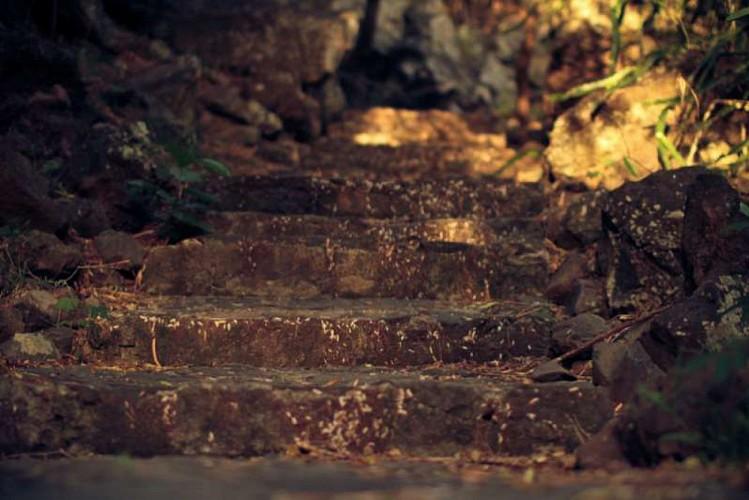 Le sentier pavé