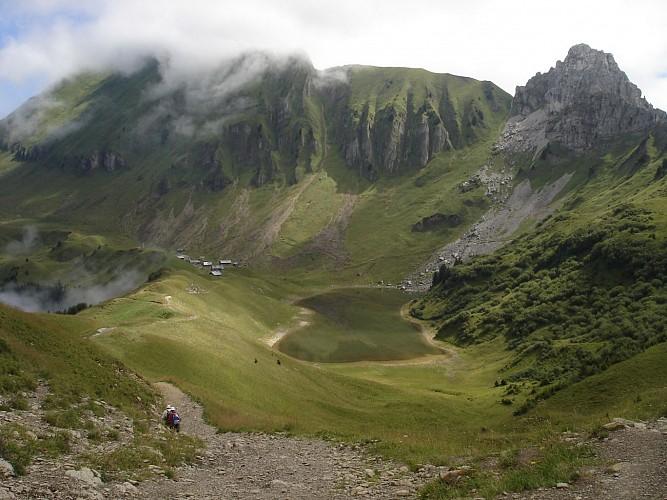 Tour du Roc des Tours et Lac de Lessy