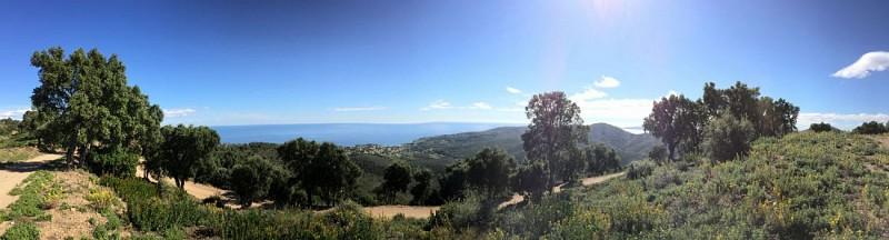 magnifique belvedere sur le massif et la mer