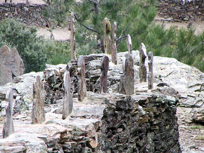 Randonnée Sur le Sentier des Lauzes - St Mélany