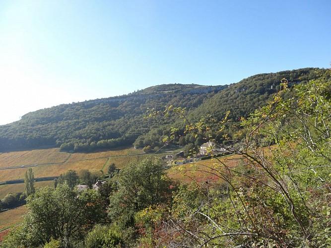 Vue sur le triple calvaire de la montagne des Trois Croix depuis Santenay