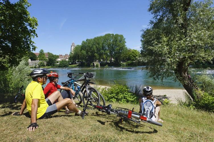 Cyclotouristes le long du Doubs