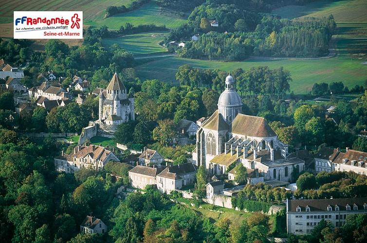 La Tour César et la Collégiale Saint-Quiriace