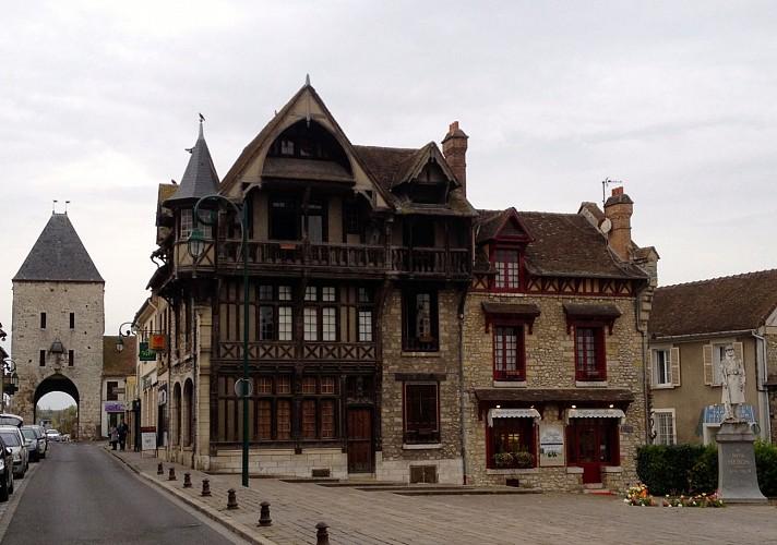 Place de l'Hôtel de ville à Moret sur Loing