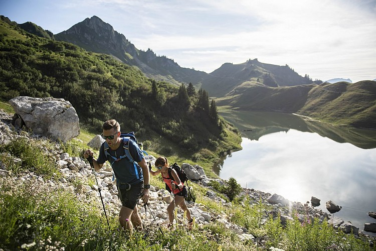 Loop around Roc des Tours and Lessy Lake