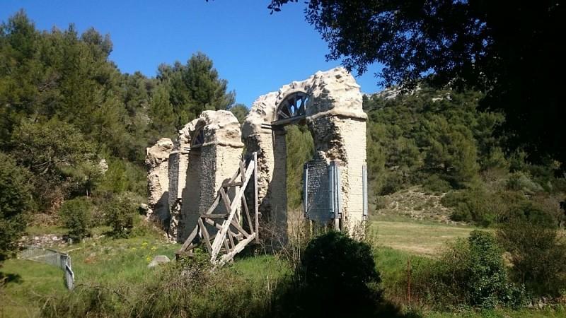 Meyrargues, les ruines de l'aqueduc romain
