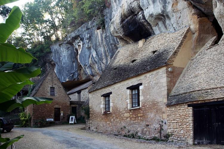 Circuit vélo autour des falaises et grottes de la Vallée de la Vézère