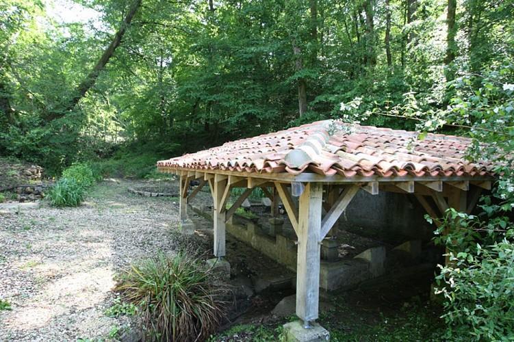 A Coudures, circuit de la vallée du Bas et du plan d'eau de l'Estéla