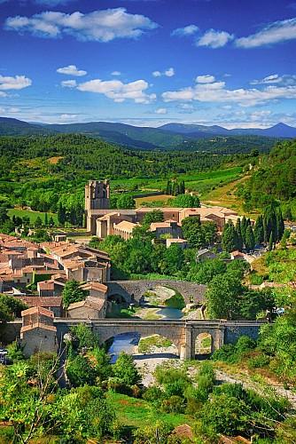 L'abbaye Ste Marie d'Orbieu, vue depuis le sentier.