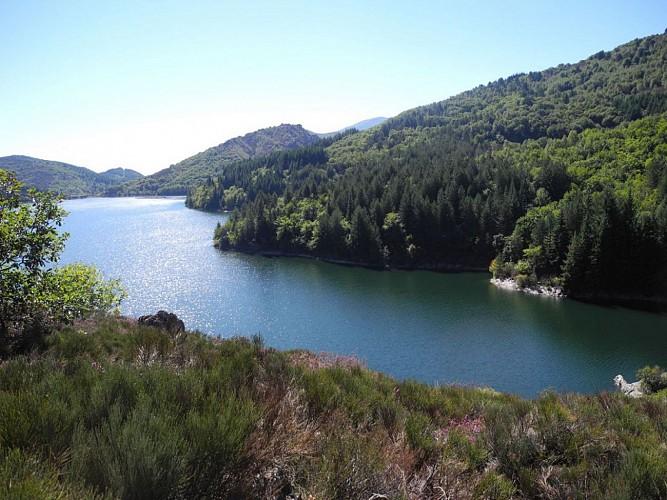 Tour du lac de Villefort depuis le Village