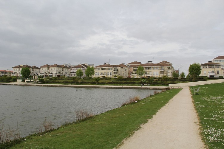 Bussy-Saint-Georges, through parks and gardens
