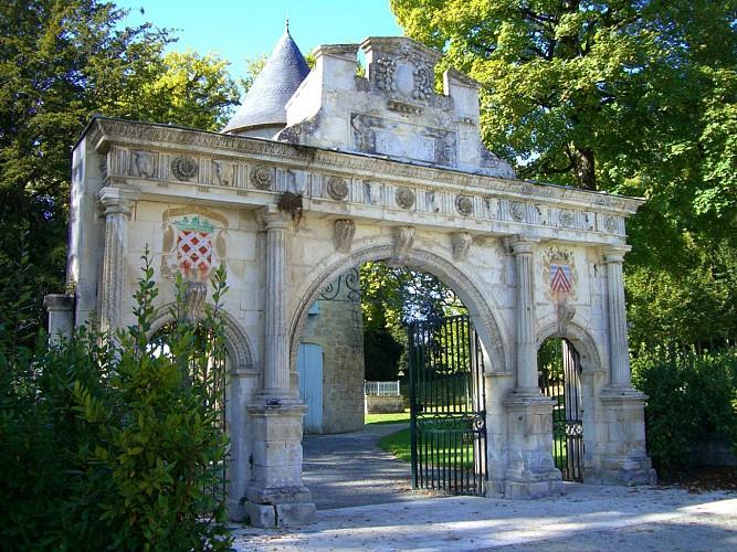 Porte Renaissance du parc du Château