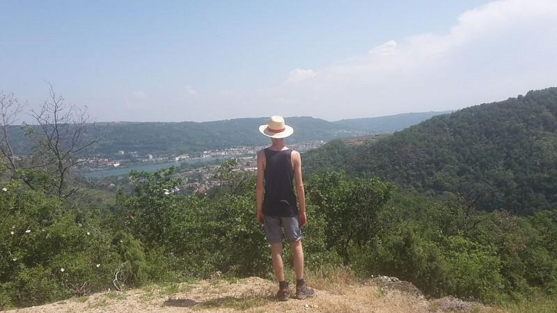 Vue sur le Rhône au-dessus de Sarras