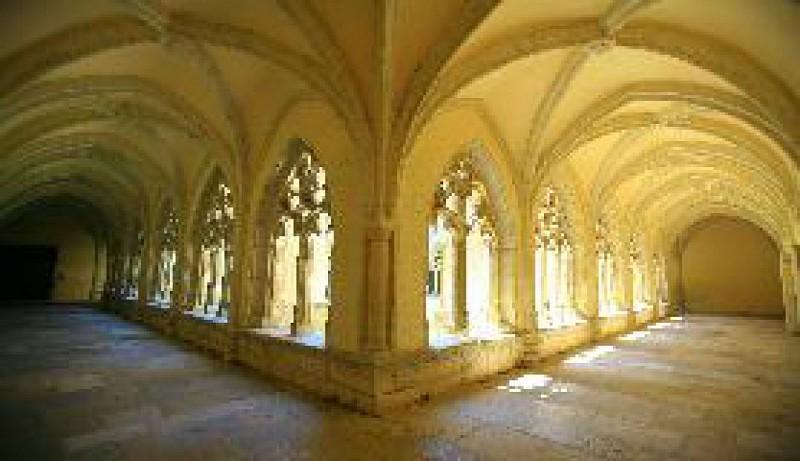 cloitre de l'Abbaye d'Ambronnay