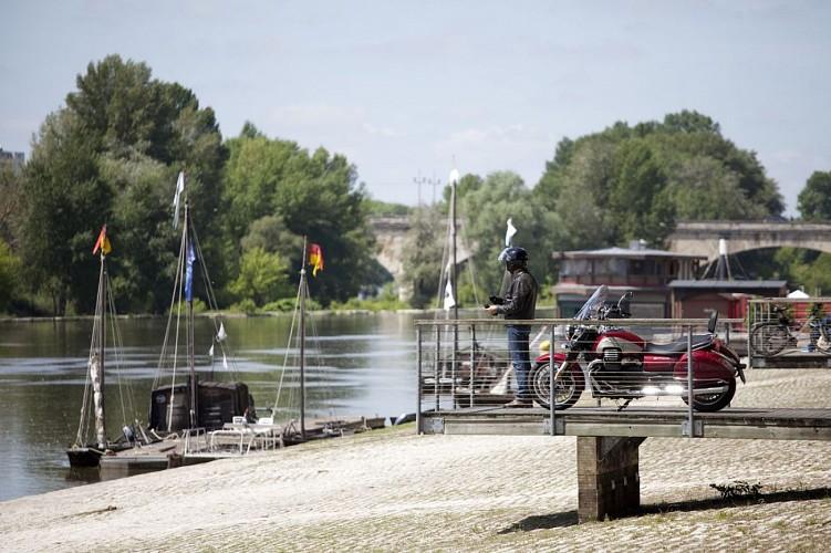 Le Loiret à moto : Le long de la Loire, de Briare à Orléans