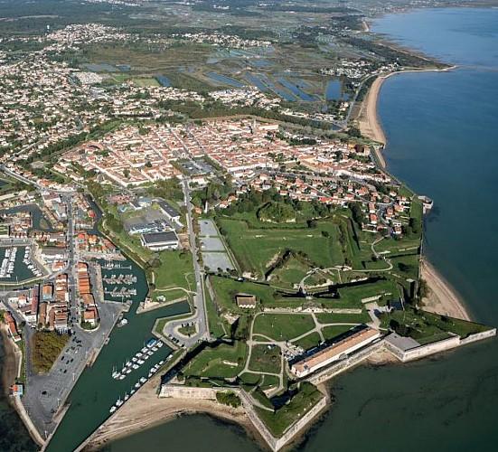 along the coast to the Citadelle of Le Chateau d'Oleron