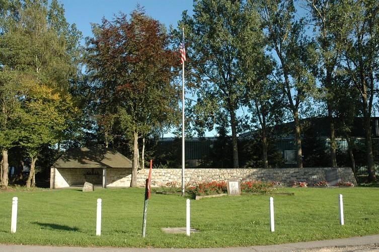 Malmedy 25 - Baugnez, autour d'un mémorial