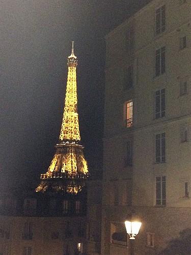 Tour Eiffel - La vieille dame dans la brume