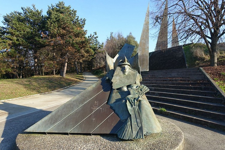 Sculptures d'Ipousteguy : A la santé de la révolution