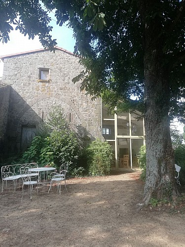 nueil-les-aubiers-chambres-dhotes-le-frene-chabot-2-4pers-terrasse-jardin