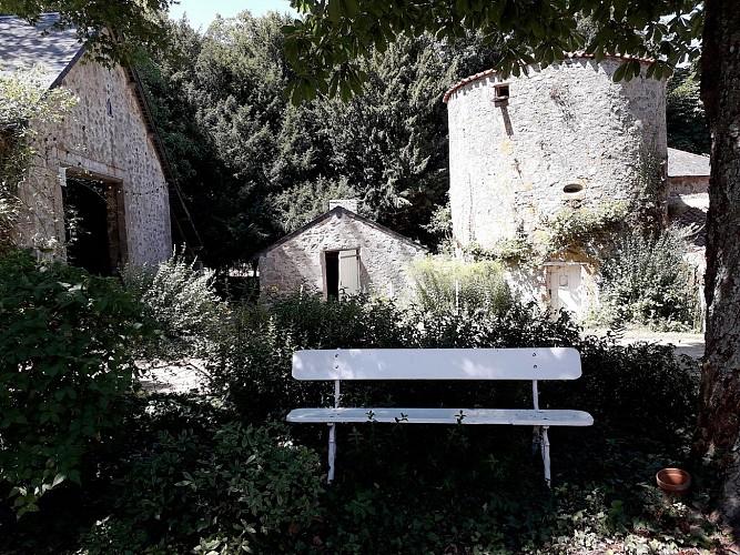 nueil-les-aubiers-chambres-dhotes-le-frene-chabot-2-4pers-jardin-tour