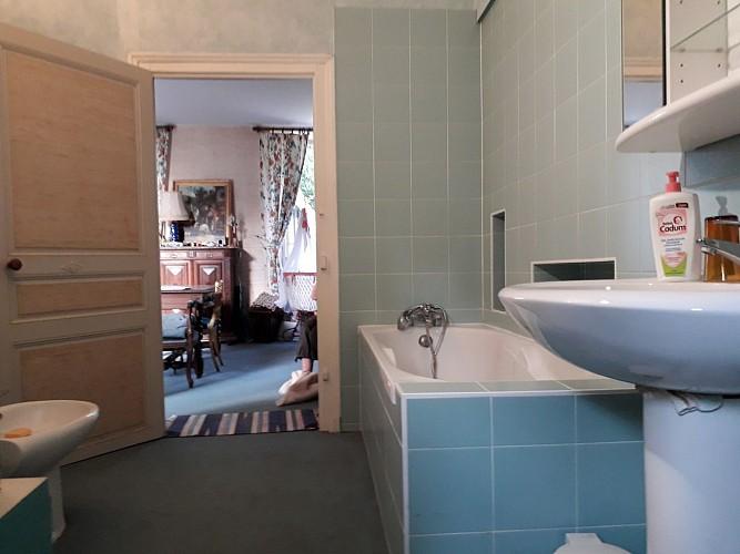 nueil-les-aubiers-chambre-dhotes-le-frene-chabot-2-pers-salle-de-bain