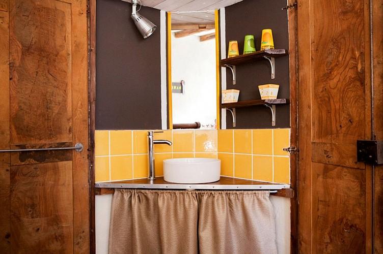 coin-lavabo-chambre-ecuries-1er-etage