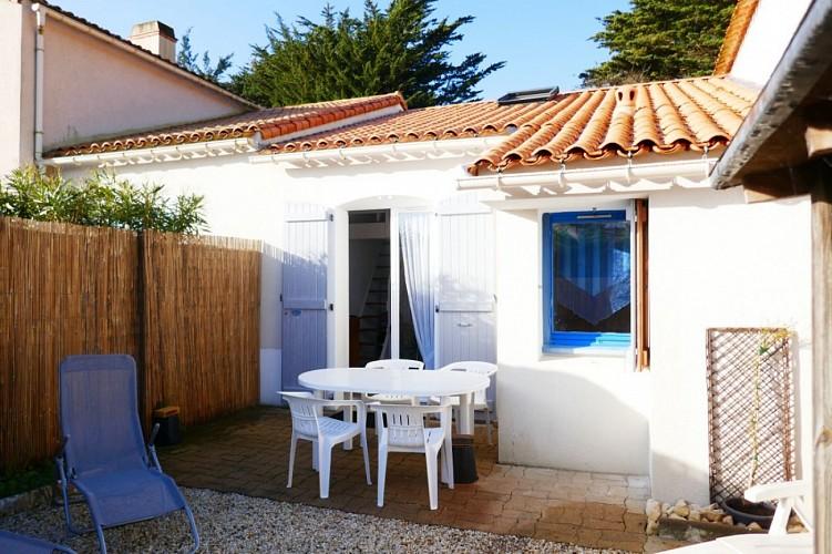 A Barbâtre sur l'île de Noirmoutier, maisonnette avec accès direct et privatif vers la plage