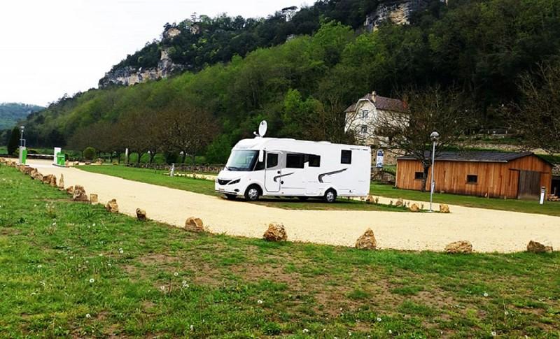 24-vezac-aire-etape-camping-car-park