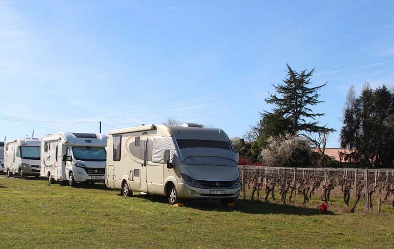 Chateau Maine Perin - Aire de camping-car