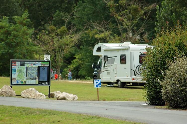 Aire-de-camping-car-Buzet
